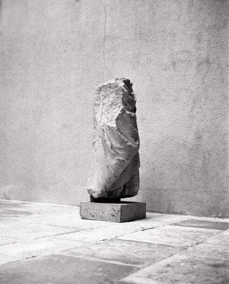 La pierre, impression sur céramique © Dune Varela