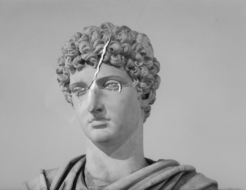 L'homme qui pleure, impression sur marbre © Dune Varela
